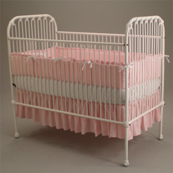 Juvenile Heirlooms Antique Beauty Iron Crib