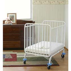 Deluxe Folding Holiday Crib