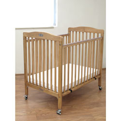 Maddy Compact Folding Crib