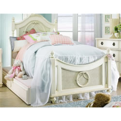 Lea Furniture Emma's Treasures Poster Bed
